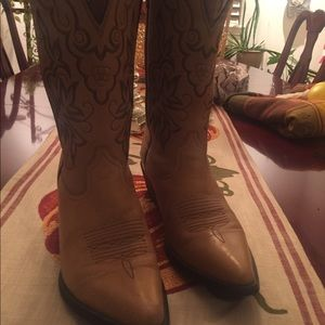 Ariat tan leather cowboy boots